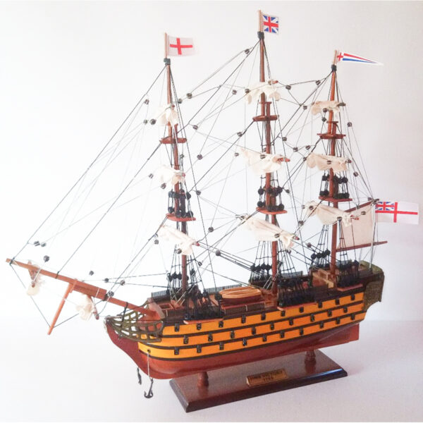 HMS Victory festett makett Történelmi makett