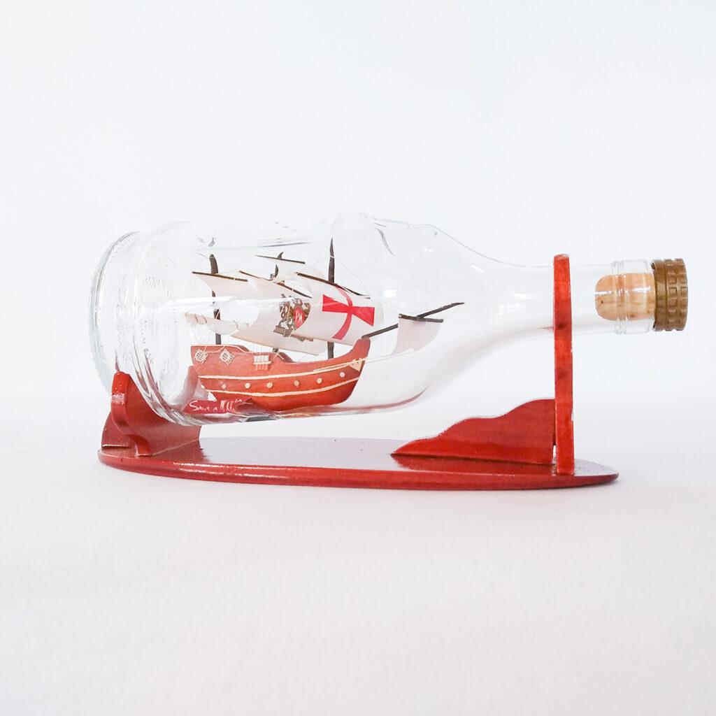Santa Maria Henessy palackban Hajómakett üvegben